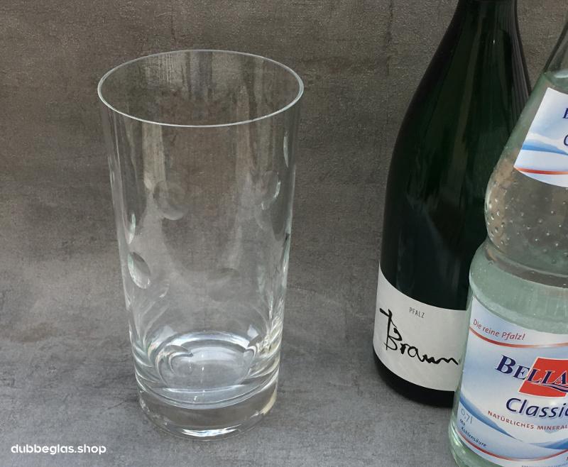 Das 1 Liter Dubbeglas, geschliffen, Riesling und Mineralwasser