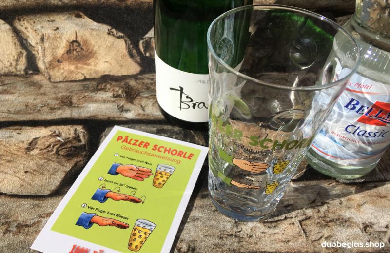 Pfälzer Schorle Anleitung mit Dubbeglas, Riesling und Mineralwasser
