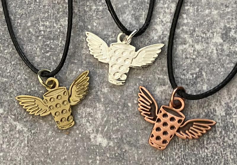 Dubbeglas Anhänger mit Flügeln in Gold, Silber und Kupfer
