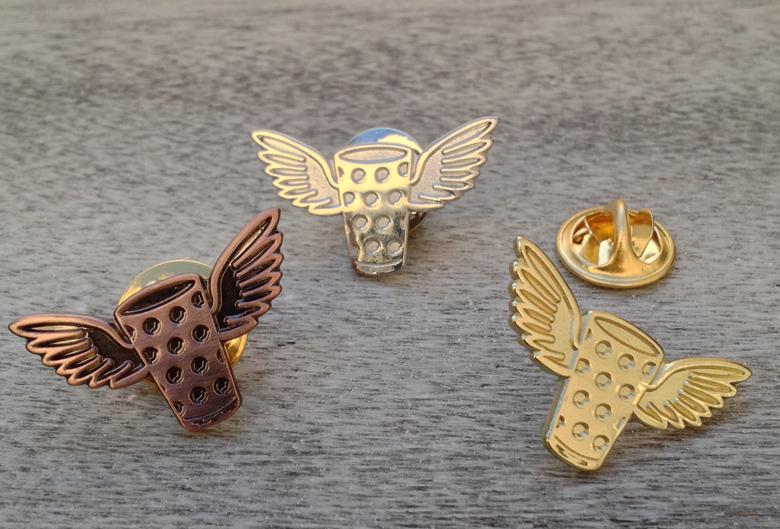 Dubbeglas Pin mit Flügeln