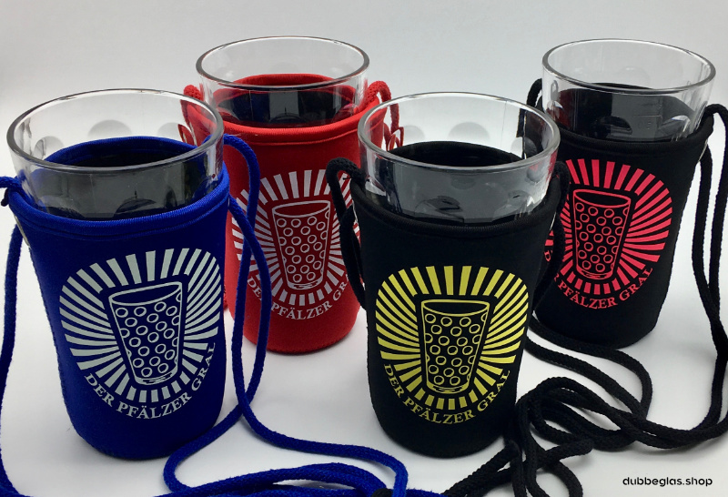 Den Pfälzer Gral Dubbeglashalter gibt es bei dubbeglas.shop in verschiedenen Farben