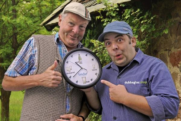 Pfälzer Schorle Uhr mit Dubbeglasmotiven
